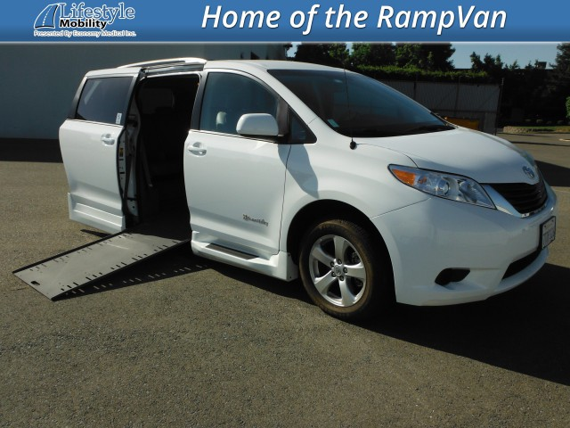 2014 Toyota Sienna BraunAbility Rampvan Xi Wheelchair Van For Sale