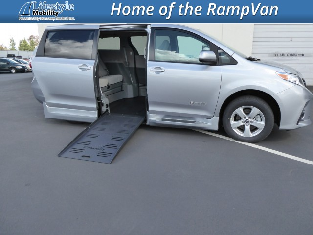 2018 Toyota Sienna BraunAbility Rampvan XL Wheelchair Van For Sale
