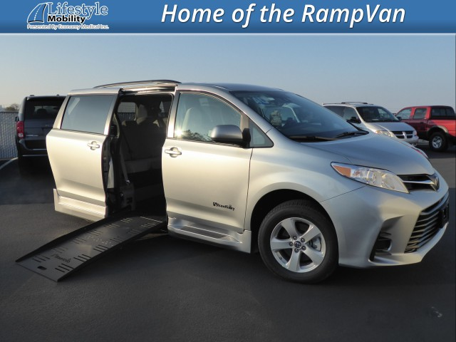2019 Toyota Sienna BraunAbility Rampvan XL Wheelchair Van For Sale