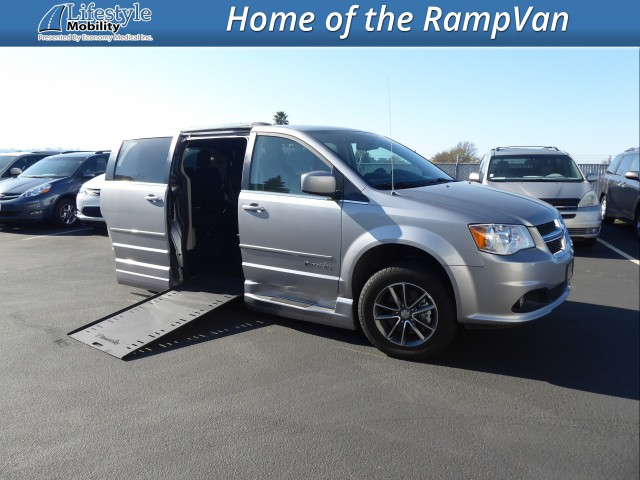 2017 Dodge Grand Caravan BraunAbility Dodge Entervan Xi Infloor Wheelchair Van For Sale